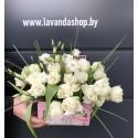 чемоданчик с 19 пионовидными тюльпанами и эустомой