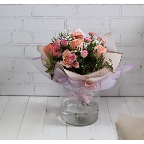Букет №22 кремовые розы,кустовые розы ,гипсофил.зелень.упаковка